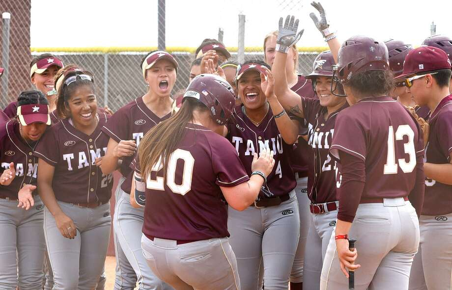 TAMIU clinched a Heartland Conference tournament spot for the 11th straight year Thursday afternoon after splitting its doubleheader at St. Mary's winning 3-0 in 10 innings in Game 1 before falling 8-2 in Game 2. In the opening game, Shelby Edwards (20) had a two-run double in the 10th after Briana Arredondo's tiebreaking single. Photo: Danny Zaragoza /Laredo Morning Times File / Laredo Morning Times