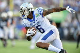 ORLANDO, FL - JANUARY 01: Kentucky cornerback Lonnie Johnson Jr. (6) returns an interception during the second half of the Citrus Bowl between the Kentucky Wildcats and the Penn State Nittany Lions on January 01, 2019, at Camping World Stadium in Orlando, FL. (Photo by Roy K. Miller/Icon Sportswire via Getty Images)
