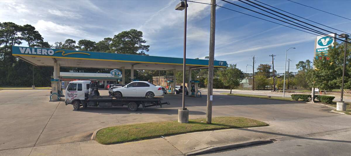 Gas station 5121 N. Shepherd Dr. Skimmers found: 1