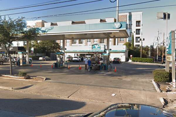 Gas station 5802 Memorial Dr. Skimmers found: 3
