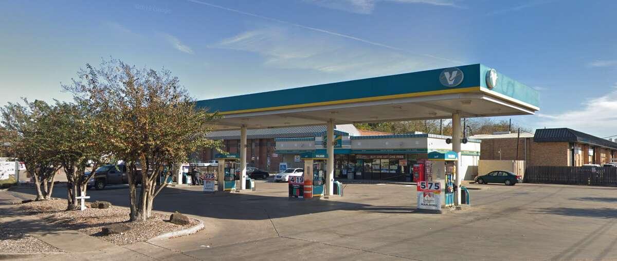 Gas station 4310 Gessner Rd. Skimmers found: 1
