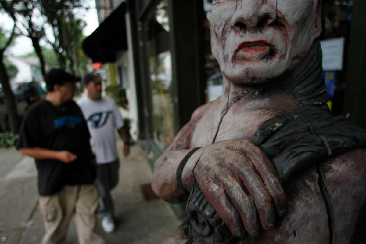 This Tuesday, July 13, 2010 photo shows a sculpture standing by the entrance to a local smoke shop in Rhinebeck, N.Y. Chelsea Clinton plans to tie the knot with fiance Marc Mezvinsky in the upstate New York village of Rhinebeck on July 31, 2010. (AP Photo/Bebeto Matthews)