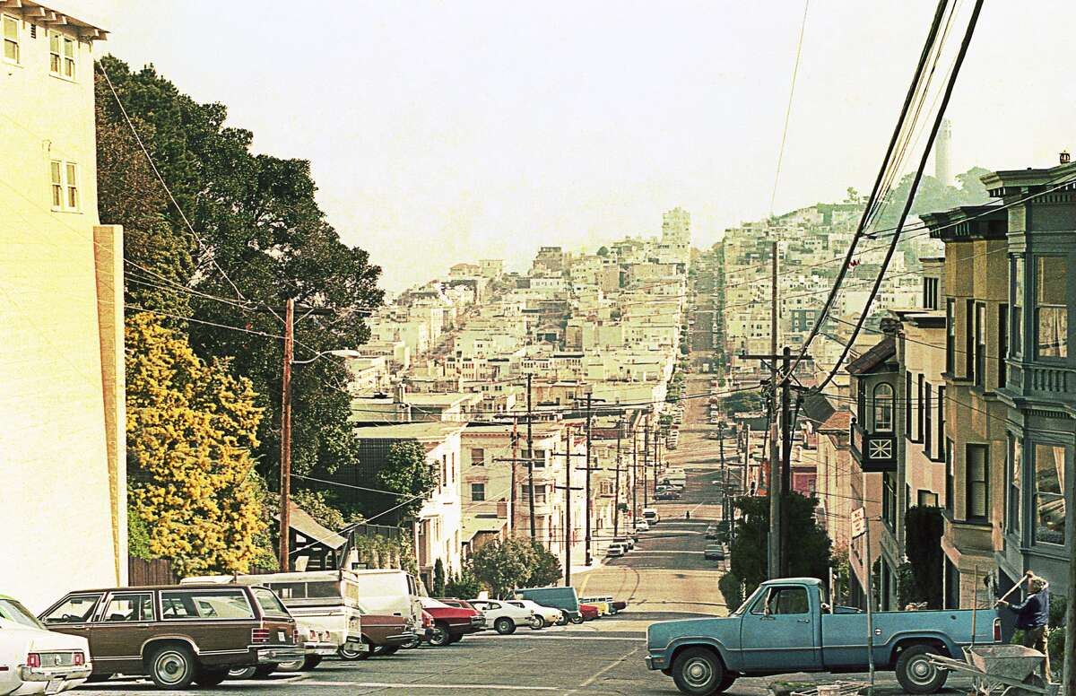 San Francisco in the last quarter of the 20th century: Vintage photo of an urban scene in the late 1970s or early '80s. Coit Tower is at top right. There appear to be plenty of available parking spaces.