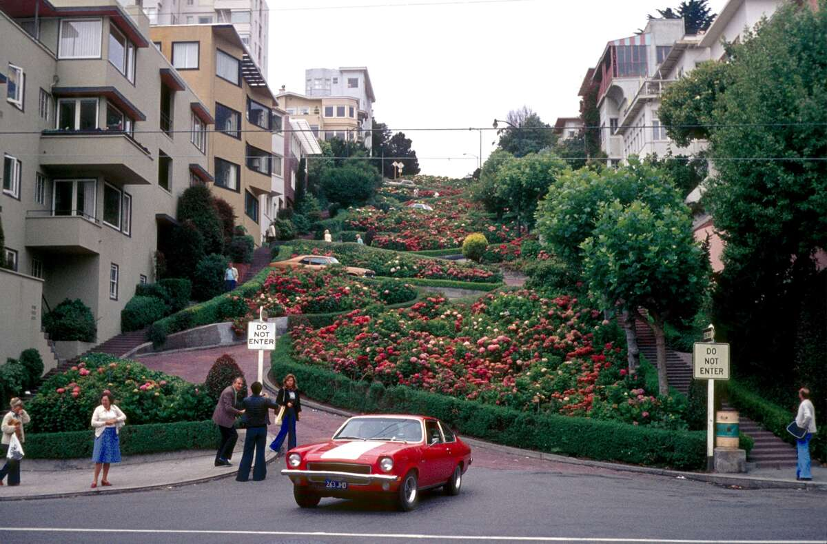 A 1975 archive photo of tourists visiting Lombard Street.