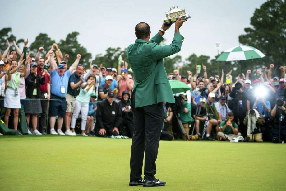 Tiger Woods holds up his trophy after winning the Masters in Augusta, Ga., April 14. A favorable schedule could put Woods in position for a serious run at winning all four majors this year, a feat never accomplished in the modern era. Photo: DOUG MILLS /NYT / NYTNS
