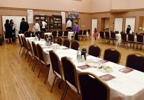 Rabbi's Seder inspires students - Times Union