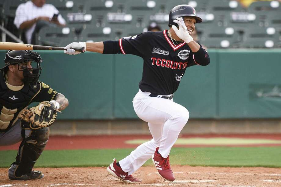 Center fielder Johnny Davis had four hits and was one homer shy of a cycle Wednesday as the Tecolotes won 8-7 at Generales de Durango for their fourth straight victory. Photo: Danny Zaragoza /Laredo Morning Times File