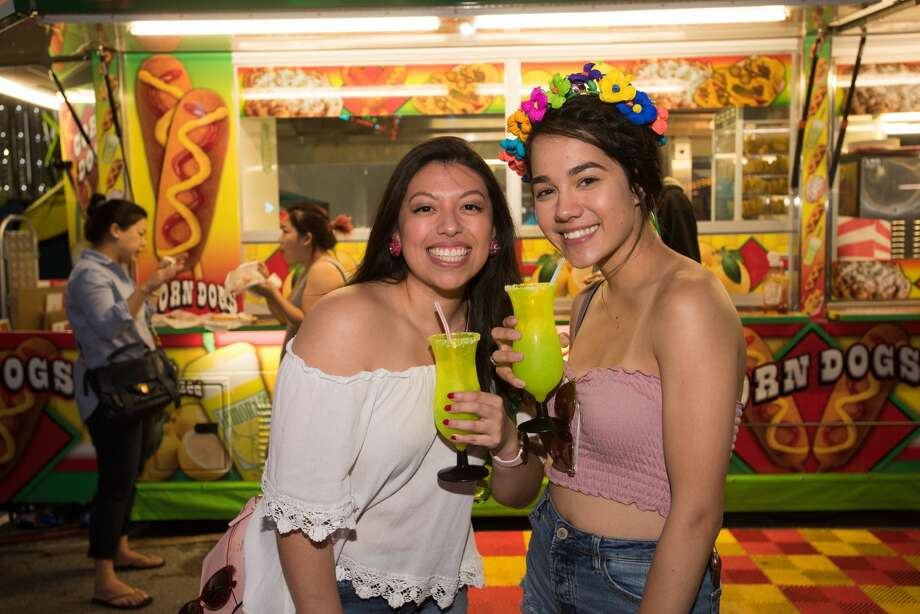 Fiesta-goers enjoyed clear skies and cool weather at the Alamodome parking lot for Fiesta Carnival on Saturday, April 20, 2019. Photo: Aiessa Ammeter, Aiessa Ammeter For MySA.com