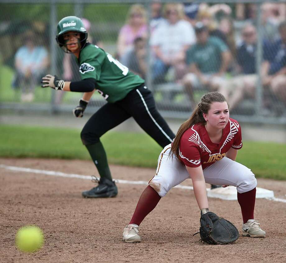 St. Joseph's Kaitlin Capobianco, right, is batting .600 this season. Photo: Hearst Connecticut Media File Photo / New Haven Register