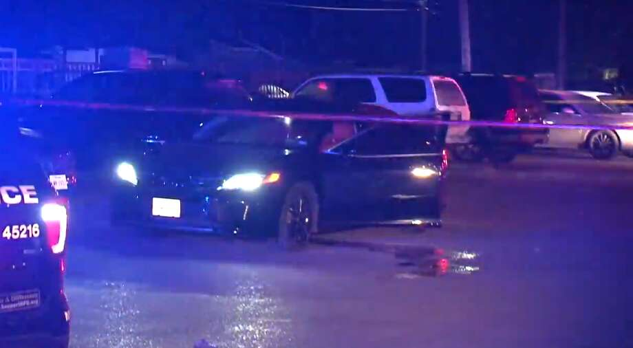 Houston police investigate an incident where a driver shot a man who tried to rob him outside Cullen Park Apartment Homes, 4700 Wenda near Cullen, on Sunday, April 21, 2019. Photo: Metro Video