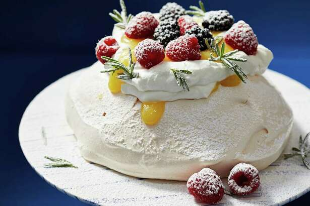 Simple Customizable Pavlova