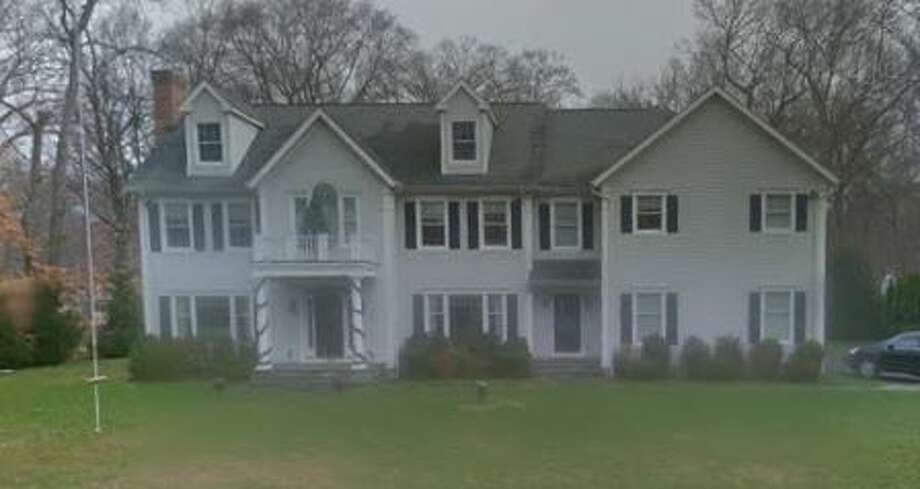 39 Betsys Lane in New Canaan sells for $1,100,000. Photo: Google Street View