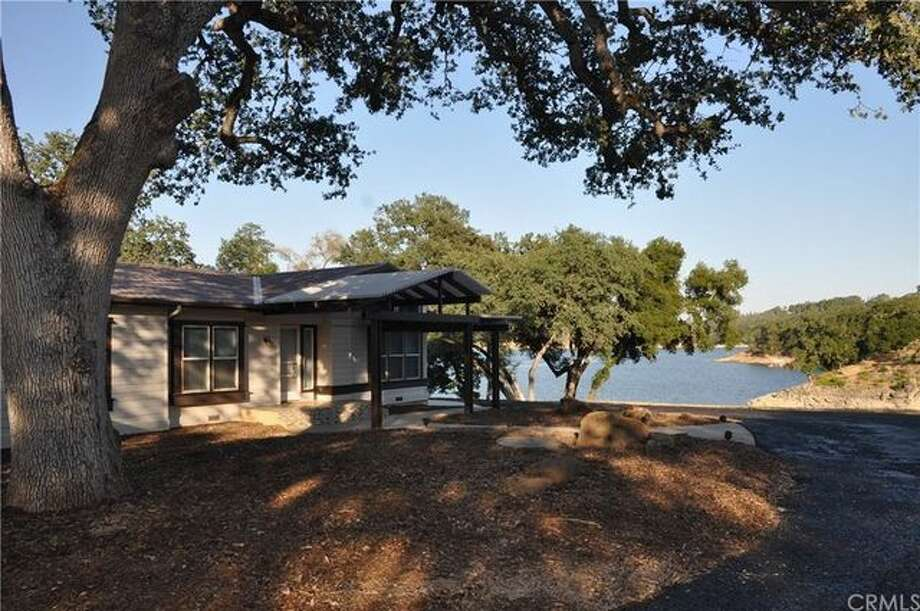 Located near California's Central Coast wine country, the oak-dotted lakeside getaway is about a 3.5-hour drive from Los Angeles. Photo: Realtor.com
