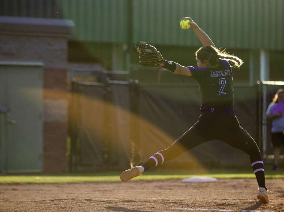Willis pitcher Ashley Vallejo (2) winds up for a pitch during a District 20-5A softball game Tuesday, March 26, 2019 in Willis. Photo: Cody Bahn, Houston Chronicle / Staff Photographer / © 2018 Houston Chronicle