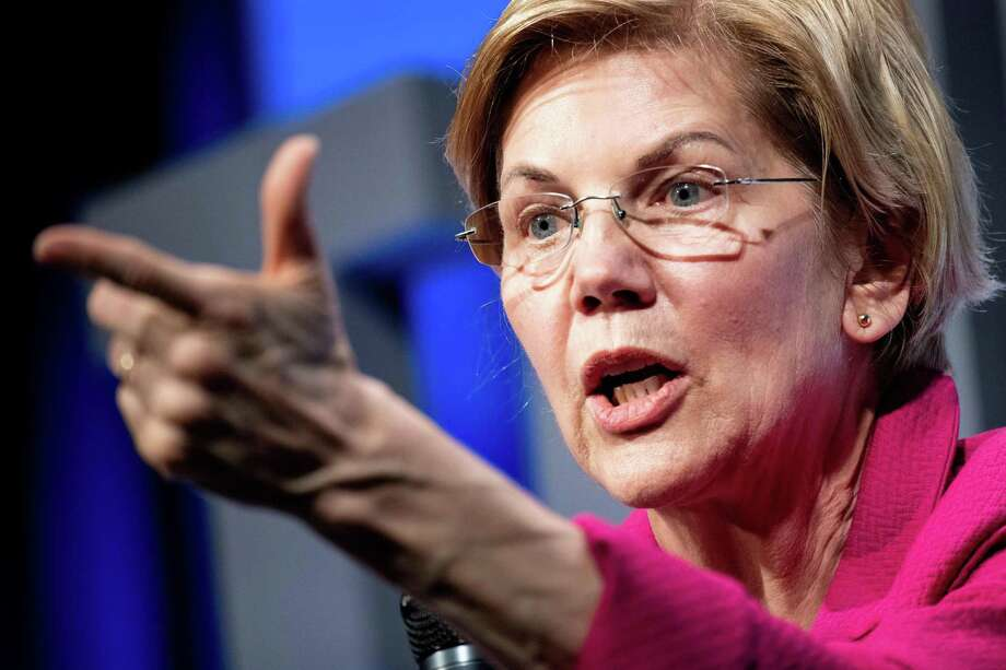 Senator Elizabeth Warren (D-MA), became the first presidential candidate Friday to call for the House of Representatives to begin impeachment proceedings against President Donald Trump, citing the findings of the Russian election interference probe. Photo: BRENDAN SMIALOWSKI /AFP /Getty Images / AFP or licensors