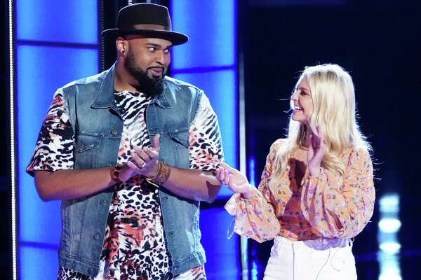 Houston teacher Shawn Sounds moves on to the top 24 on 'The Voice.'