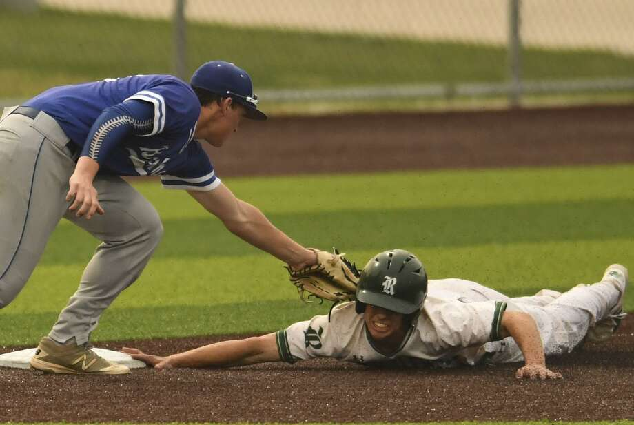 MacArthur third baseman Matt Murach tags out Reagan's Luke Hoggatt during the 27-6A baseball action at the NEISD Sports Park on Tuesday, April 23, 2019. Photo: Billy Calzada, Staff / Staff Photographer / San Antonio Express-News