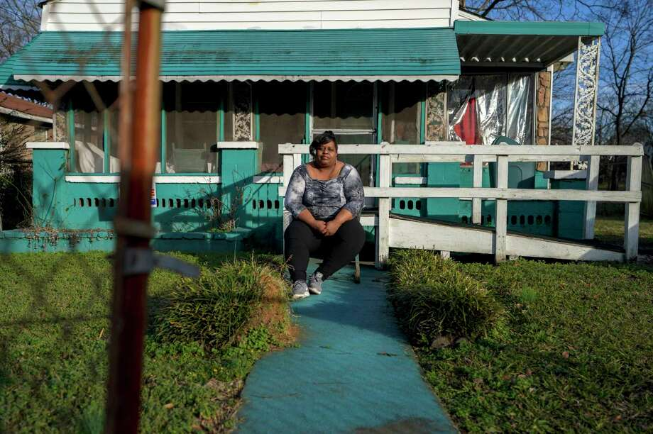 Keisha Brown sits outside her home in Birmingham, Ala. Brown has respiratory problems that she attributes to the level of pollution in her area. Photo: Washington Post Photo By Bonnie Jo Mount / The Washington Post