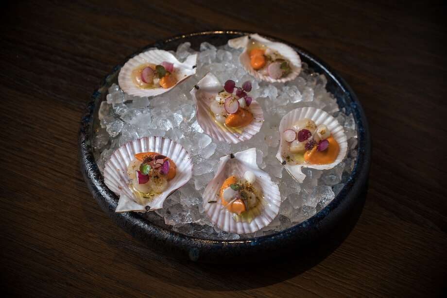 Singing Pink Bay Scallop Crudo (1/2 dozen scallops, togarashi, radish, lemon) at the Vault at 555 California St. Photo: Hi Neighbor Hospitality Group