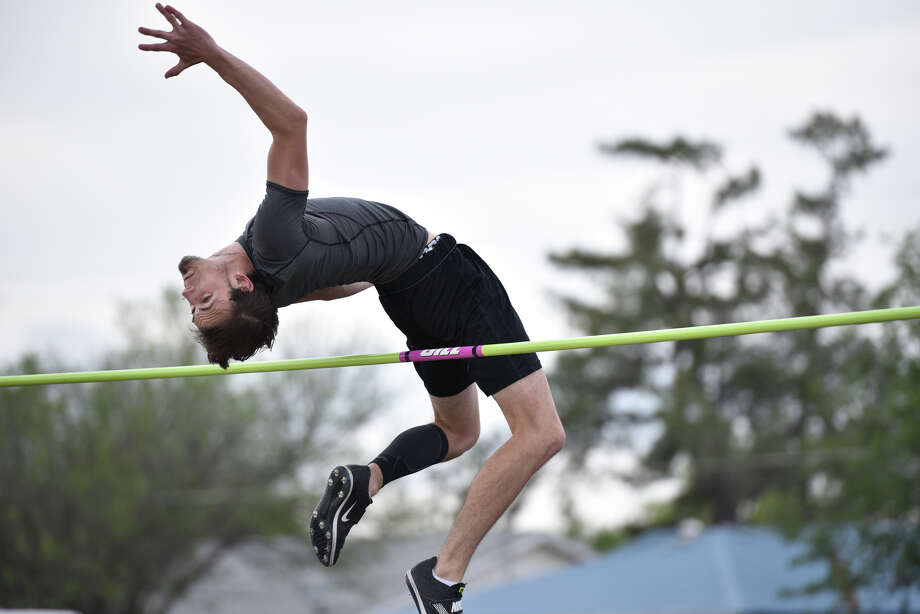 Lee's Slade Ebenstein is a qualifier for the Region I-6A Track Meet. Photographed April 24, 2019, at Memorial Stadium. James Durbin/Reporter-Telegram Photo: James Durbin / Midland Reporter-Telegram / ? 2019 All Rights Reserved