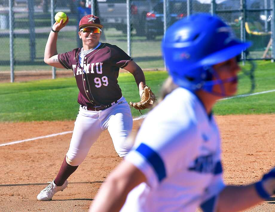 TAMIU swept a doubleheader Wednesday over Angelo State winning 6-5 and 8-0 in five innings. Third baseman Maya Paul had a walk-off RBI single in Game 1 and went 3-for-3 in Game 2. Photo: Cuate Santos /Laredo Morning Times File / Laredo Morning Times