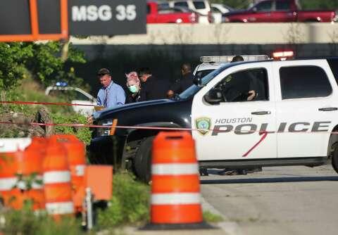 Man found shot to death in northwest Houston ditch - Houston Chronicle