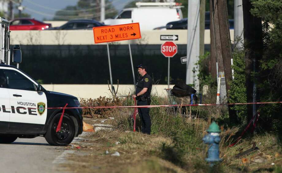 Houston Police Homicide detectives investigate the scene where a deceased body was found in a ditch on West 12th Street, near Penner Street Thursday, April 25, 2019, in Houston. Photo: Godofredo A. Vásquez, Staff Photographer / 2018 Houston Chronicle