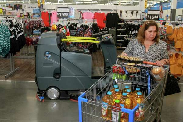 Walmart stocks store with robots as concern grows over retail job