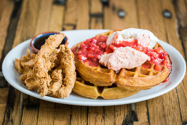 Strawberry & Waffles at a'bouzy