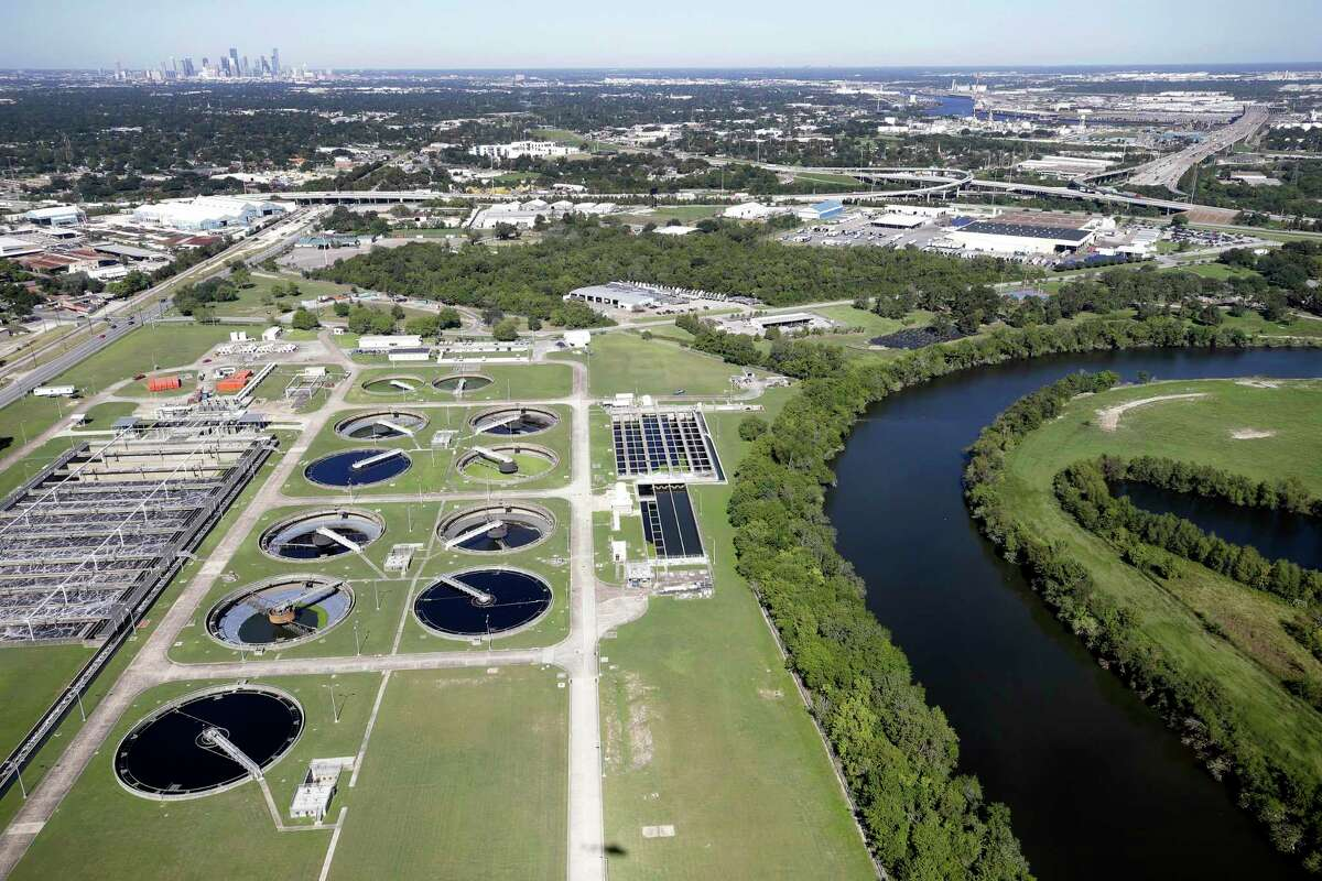 An aerial view of the City Houston Sims Bayou South Wastewater Treatment Plant and Sims Bayou. ( Melissa Phillip / Houston Chronicle )