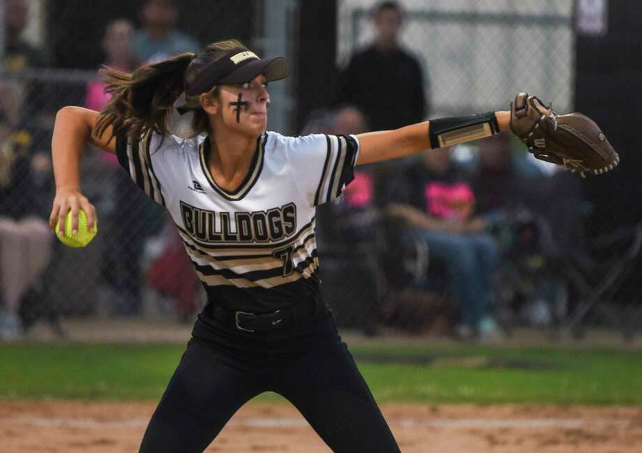Nederland's Sierra Wiltz throws the ball to second to get the runner out during first game in the series against Crosby at Nederland on Thursday.  Photo taken on Thursday, 04/25/19. Ryan Welch/The Enterprise Photo: Ryan Welch, The Enterprise / © 2019 Beaumont Enterprise