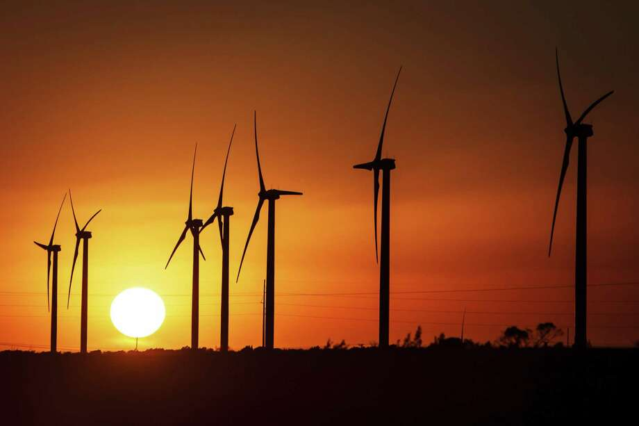 Houston private equity firm EnCap Invesments has launched a new team to invest in renewables energy projects.  Photo: Michael Paulsen, Staff / Houston Chronicle / © 2012 Houston Chronicle