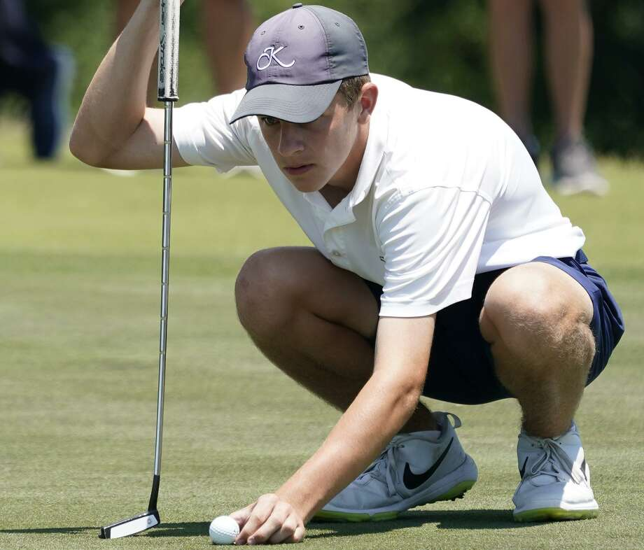 Holden Hamilton of Kingwood H.S. lines up his putt on the 18th green during the regional golf championships at Eagle Point Golf Club, 12450 Eagle Pointe Dr., Friday, April 26, 2019, in Mont Belvieu. Photo: Melissa Phillip, Houston Chronicle / Staff Photographer / © 2019 Houston Chronicle