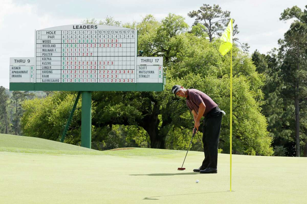 AUGUSTA, GEORGIA - APRIL 11: Adam Scott of Australia putts for birdie on the 18th green during the first round of the Masters at Augusta National Golf Club on April 11, 2019 in Augusta, Georgia. (Photo by Kevin C. Cox/Getty Images)