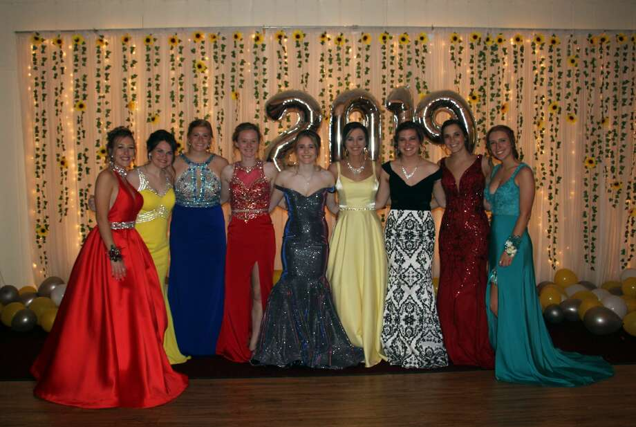Harbor Beach students celebrated their prom Saturday night at Ubly Heights Golf & County Club. Photo: Bradley Massman/Huron Daily Tribune