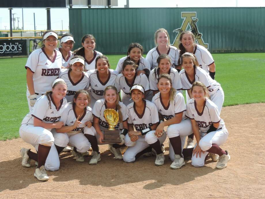 The Lee softball team poses with the bi-district trophy after beating El Paso Americas, 4-3, in Game 3 of its playoff series, Saturday at Andrews softball field. Christopher Hadorn MRT Photo: Christopher Hadorn