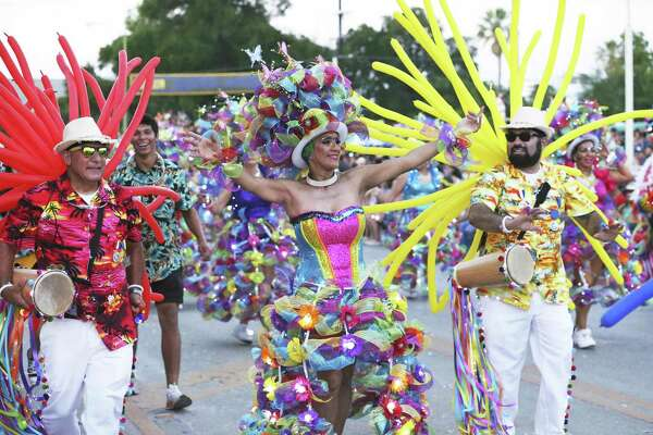 Fiesta Flambeau Parade Dazzles San Antonio Expressnews Com
