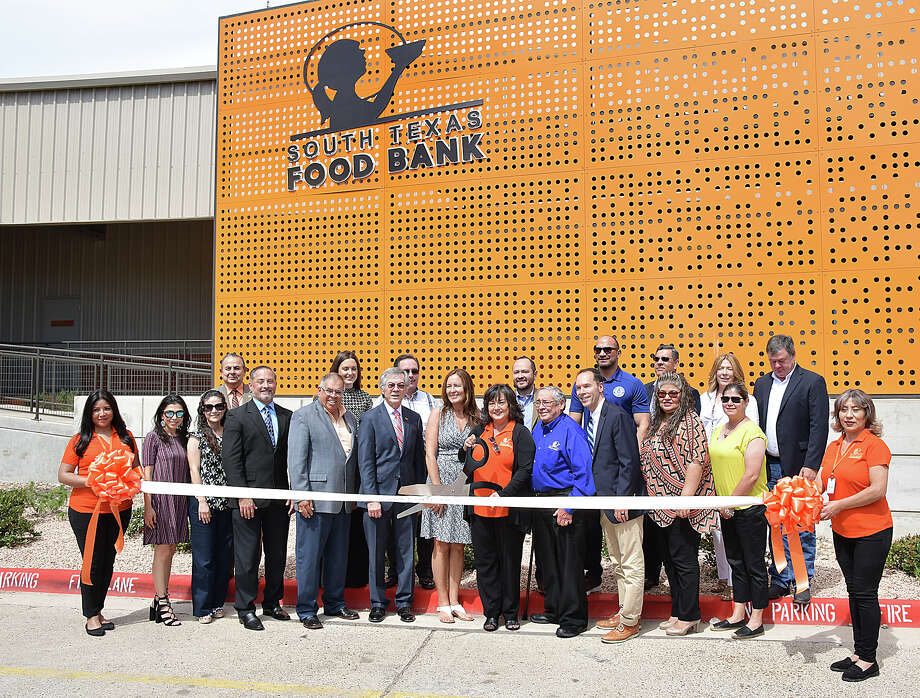 The South Texas Food Bank celebrated the grand opening of their new, state of the art facility with a ribbon cutting ceremony and open house Friday, April 26, 2019. Photo: Cuate Santos/Laredo Morning Times