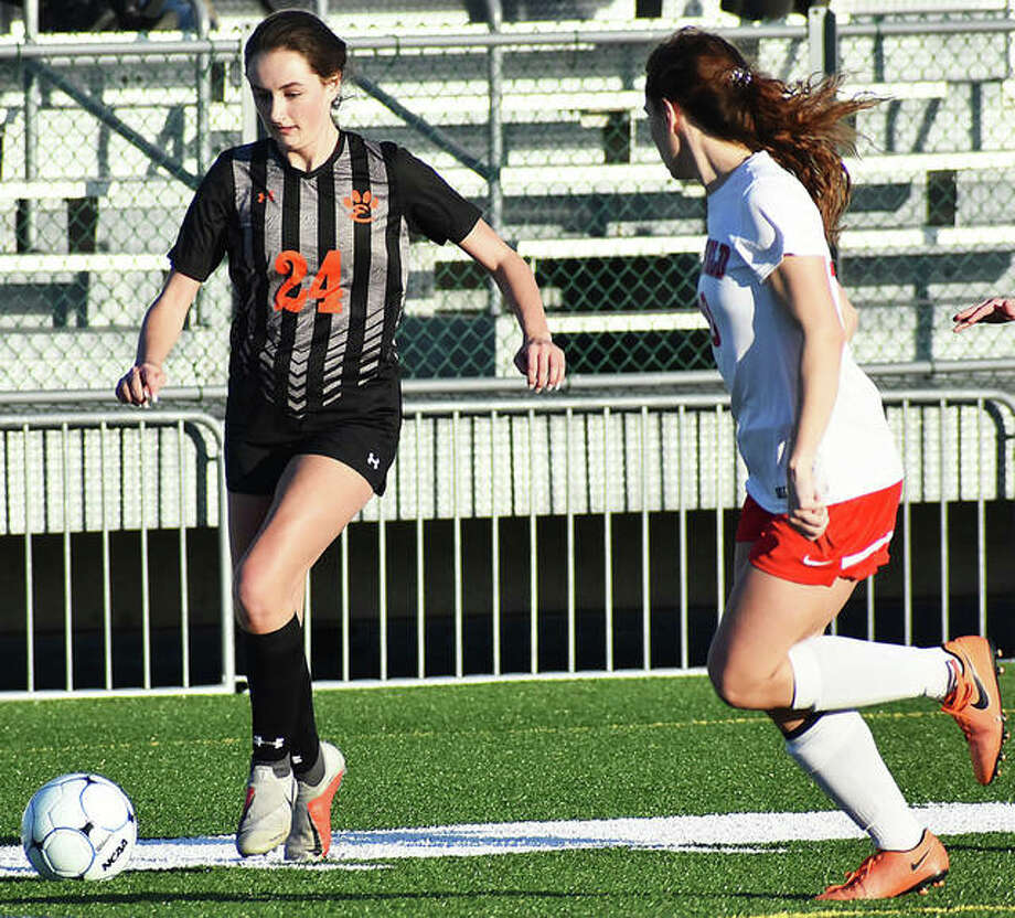 Edwardsville's Rileigh Kuhns dribbles the ball down the field during a game earlier this season. Photo: Matt Kamp/The Intelligencer