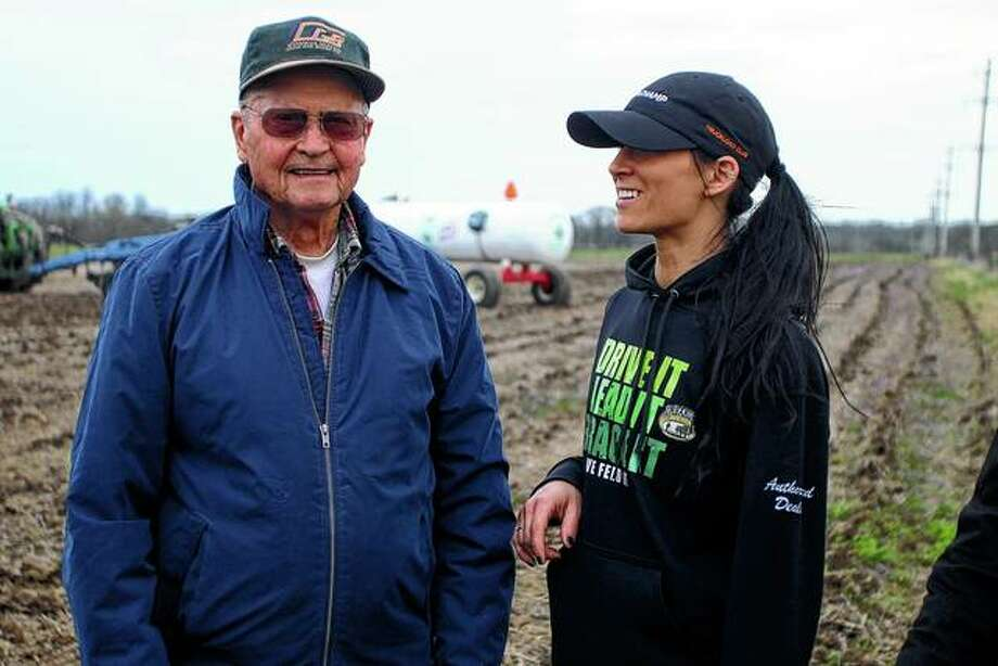 Darcie Jones (right) grew up showing cattle with her father and her grandfather, Delbert Rahe (left). Photo: Rosalind Essig | Journal-Courier