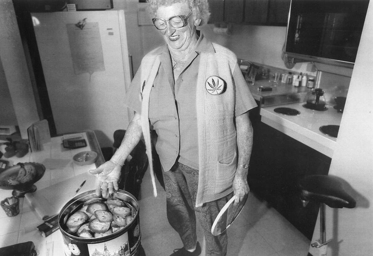 Mary Jane Rathburn, also known as Brownie Mary, baking a batch of chocolate chip cookies .. without marijuana, August 4, 1992 Photo ran 08/5/1992, p. A12