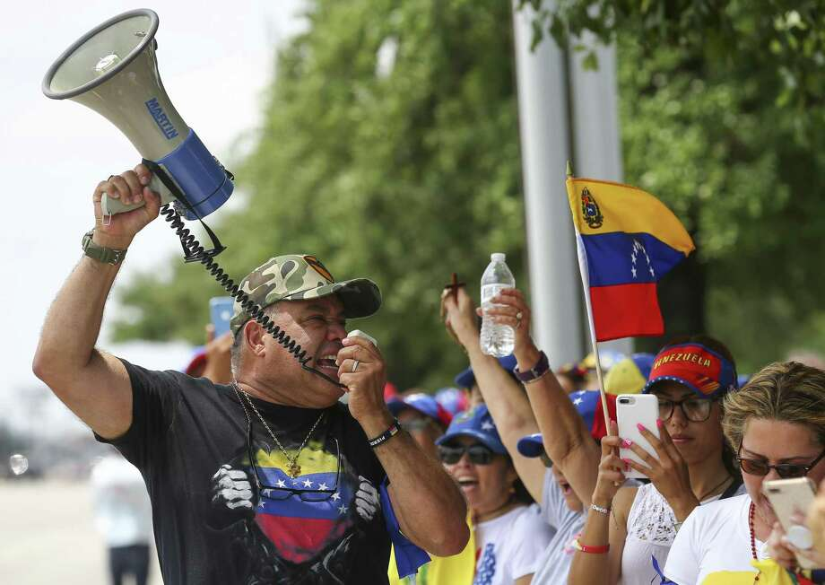 Jose Criollo, 61, leads a chant in protest of current president Nicolás Maduro Tuesday, April 30, 2019, in Houston. Photo: Godofredo A Vásquez, Houston Chronicle / Staff Photographer / © 2019 Houston Chronicle