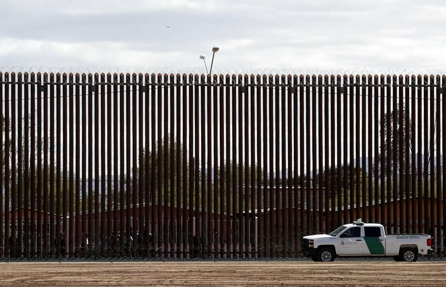 A U.S. Customs and Border Protection vehicle sits near a U.S. border wall with Mexico in Calexico (Imperial County). Photo: Jacquelyn Martin / Associated Press