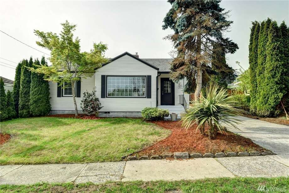 This home is ready to move in, with an updated kitchen, new laminate floors, and a new vanity and counters in the bathroom. A large detached garage has room for two cars, with a location that's close to schools, shopping, and more. 8425 S. 115th Pl., listed for $479,900. See the full listing here. Photo: Listed By Tammy Yao & James Melgard • Windermere Real Estate/East