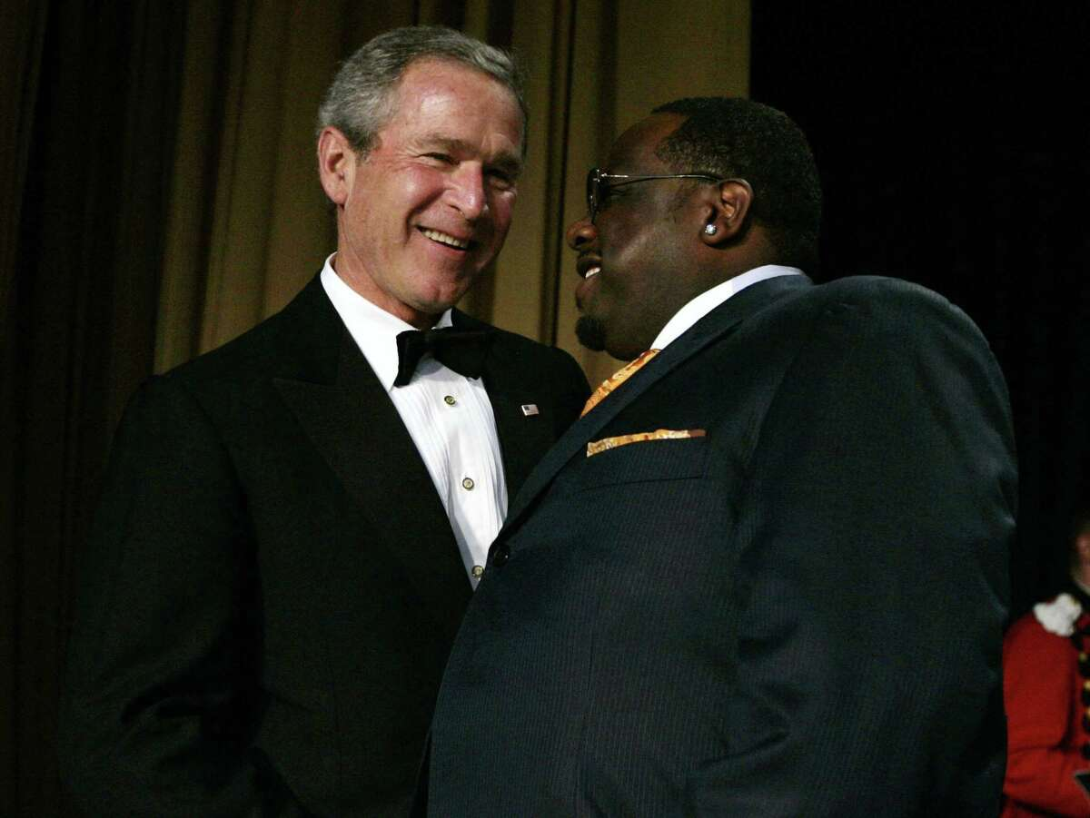 Cedric the Entertainer and President Bush at the White House correspondents dinner in 2005.