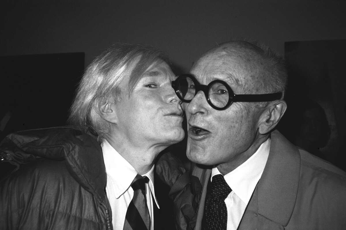 Andy Warshol plants a kiss of Philip Johnson in 1979.