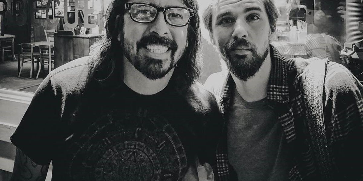 Rock legend Dave Grohl drops by Stanley's Famous Pit Bar-B-Q in Tyler