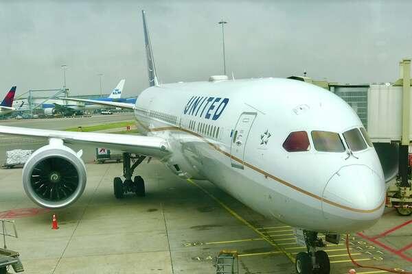 United flies a Boeing 787-9 Dreamliner between Amsterdam and SFO 7 days a week.