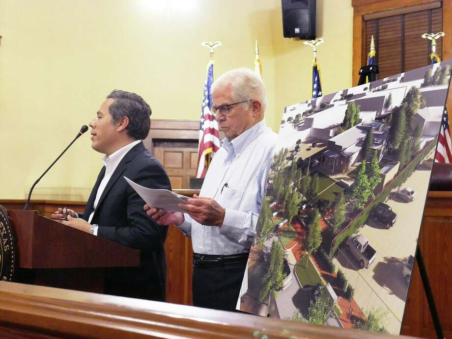 Eddie Quiroga, of Metaform Studios and Kennedy Whiteley, of Ausland Architects delivered a status update on the Veteran's Museum Thursday at the Commissioners Courtroom. Photo: Cuate Santos /Laredo Morning Times / Laredo Morning Times