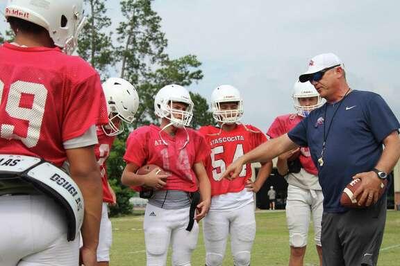 Atascocita head coach Craig Stump discussing a drill with the quarterbacks.